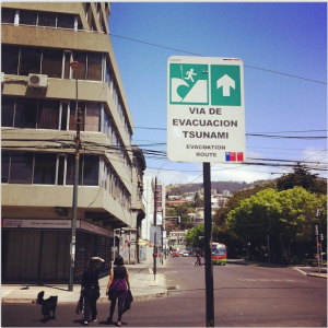 Tsunami evacuation route signs can be found in various locations in downtown Valparaíso.